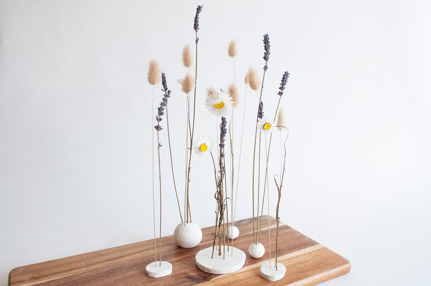 diy kleistandaard droogbloemen resultaat plank
